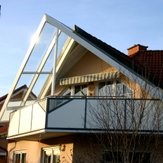 Terrassendach über einem Balkon