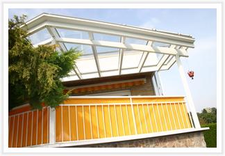 Terrassendach mit klarem Glas